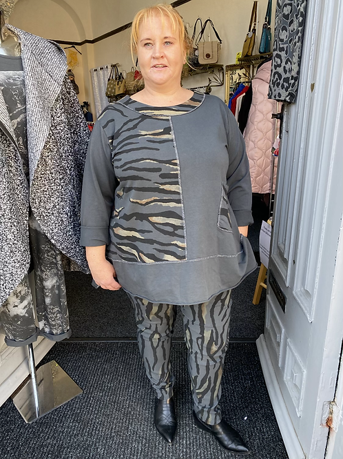 Charcoal tiger print top fitting up to a size 22