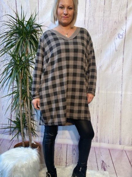 Mocha checked tunic, fitting up to a size 20.   6112