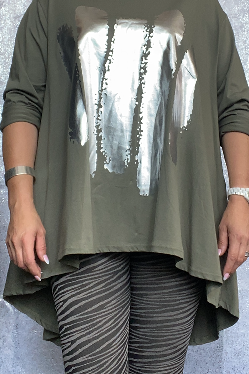 Khaki fan back top with foil print  fitting up to a size 24  0302