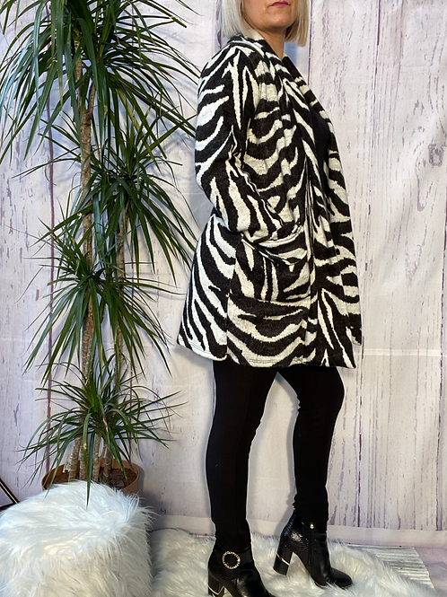 Black and white animal print cardigan, fitting up to a size 18. 6590