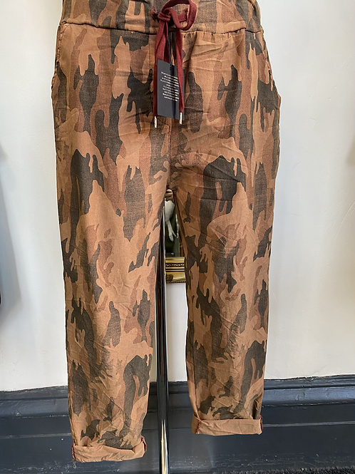 Rusty camo print magic pants, fits from a size 10-20.    2813