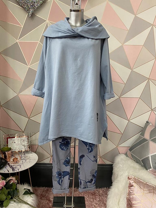Blue/Grey Scalloped top, fitting up to a size 22