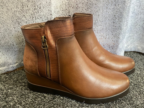 Brown and broze ankle boots    1751