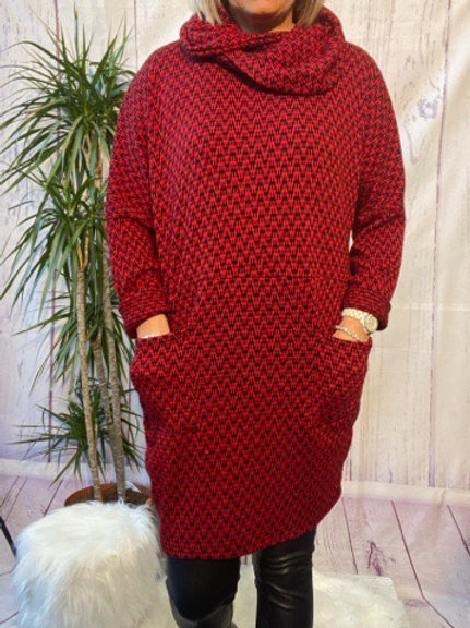 Red and Black Zigzag tunic, fitting up to a size 20.    6553