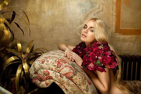 kriss logan, photographe, mode, fashion, éditorial, mannequin, delaville café, éditorial, romantique, fleurs, cheveux blonds