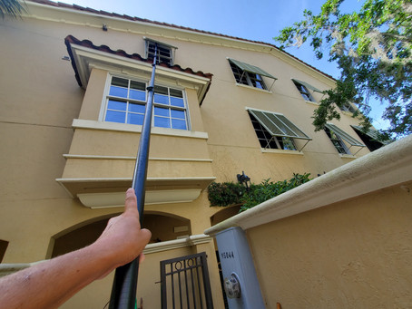 Window & Screen cleaning for town homes