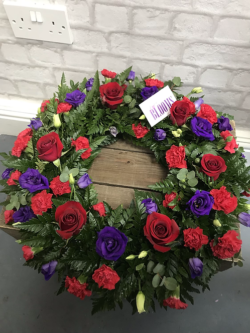 Loose Rose, Spray Carnation & Lisianthus Wreath