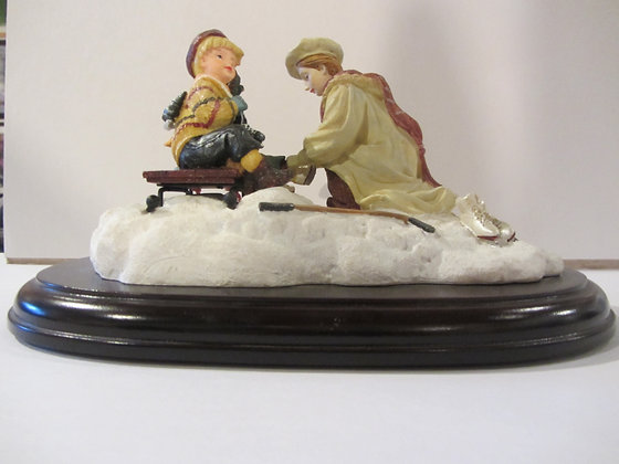 Evening Skaters (Musical Figurine)