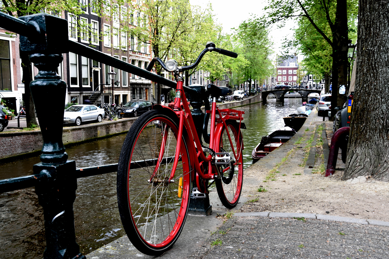 07_Red bike