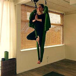 Aerialyoga, Yogastudio Yogajuf Roosendaal