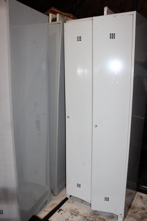 Металлический шкаф для одежды