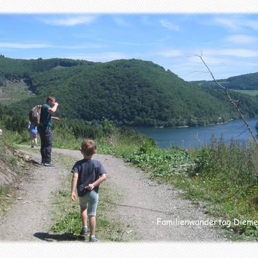 Familienwandertag - hier mit schönem Weitblick auf den Diemelsee