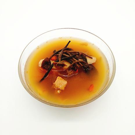 茶樹菇螺片淮山干貝燉鵪鶉