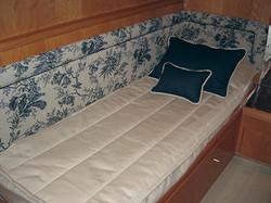 Side cabin in a yacht