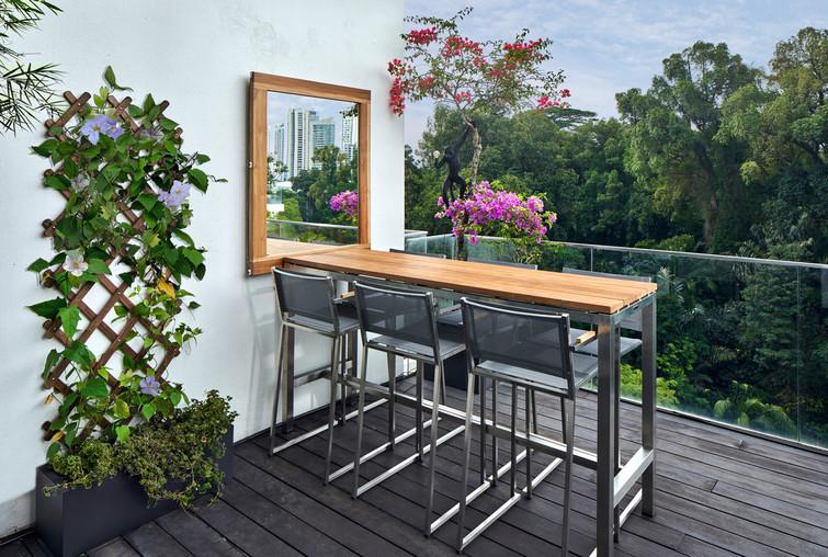 Main terrace • Dining area
