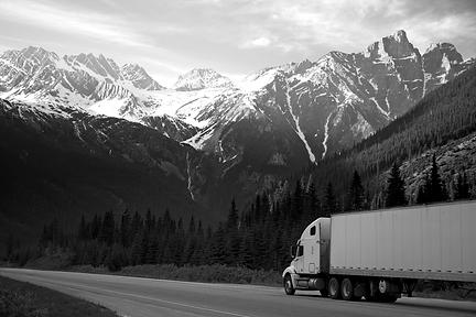 logistics-lorry-mountains-93398_DESAT_SM