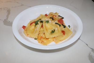 dinnerly_garlicky_caprese_ravioli.jpg