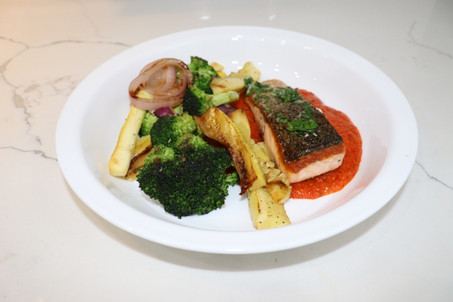 martha_marley_spoon_salmon_veggie_mix_gr