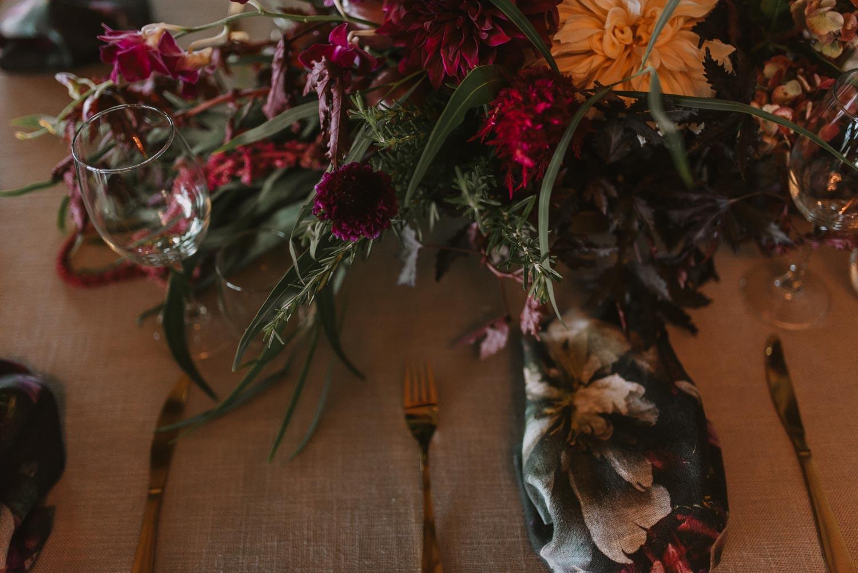 Ph: @janamarnewick Floral Design: @thegrandbotanist Décor: @grandroomdesign Planning: @thevisualconcept_bycarissa Venue: @eureka_estate