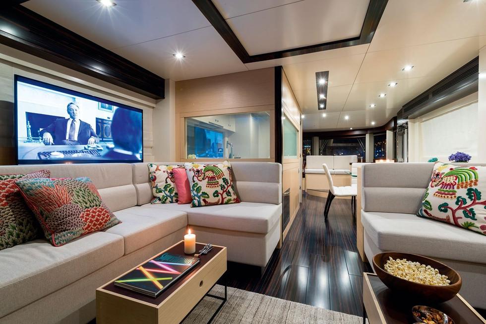 Sirena-64-yachts-salon.jpg