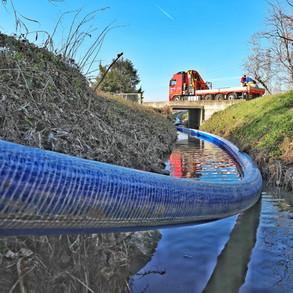 Riabilitazione di acquedotto DN300 in cemento amianto. L'intervento di riabilitazione dei 3,5 km, ha previsto anche la posa di un bypass per garantire il servizio idrico.
