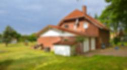 Doppelgarage und Haus.jpg