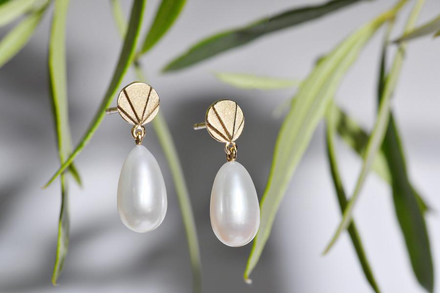 handmade gold and pearl drop earrings, Dublin, Ireland