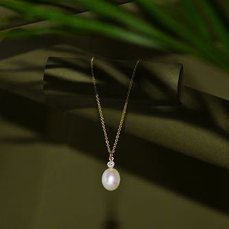 oval pearl and diamond necklace .jpg