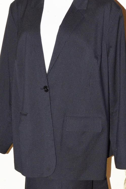 Avenue Suit, Jkt Sz 26/28, Skt Sz 24    SOLD