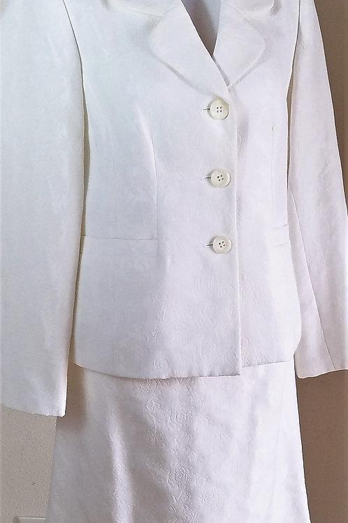 Le Suit Essentials Suit, Size 10   SOLD