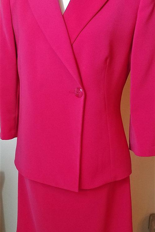 Le Suit Essentials Suit, Size 6    SOLD