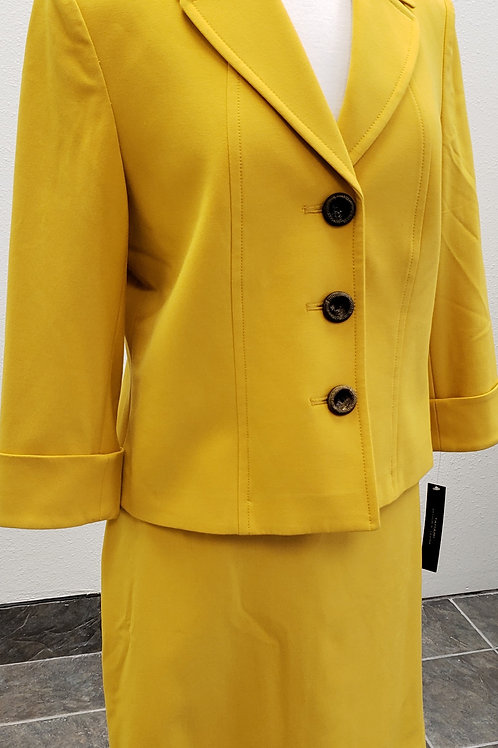 Tahari Suit, NWT, Size 10    SOLD