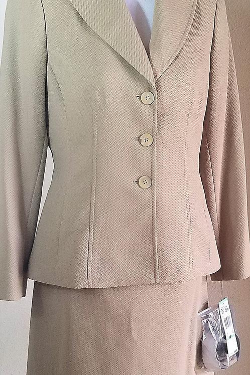 Le Suit, Suit, NWT Size 8P    SOLD