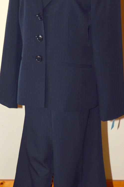 Le Suit Pants Suit, Size 14   SOLD
