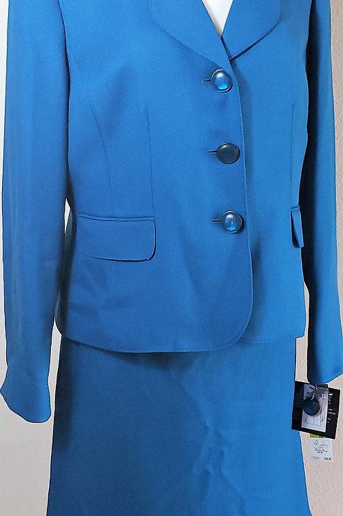 Le Suit, Suit, NWT, Size 14    SOLD