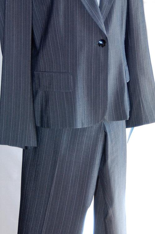 Le Suit Pants Suit, Size 18    SOLD