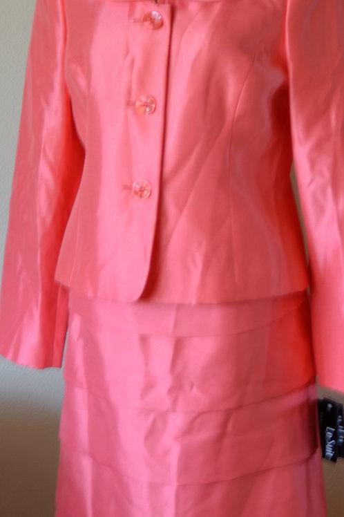 Le Suit, Suit, NWT, Size 8    SOLD