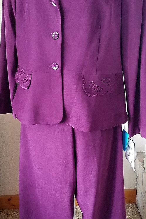 Studio I Pants Suit, NWT, Size 18    SOLD