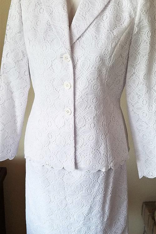Kasper Suit, NWOT Size 6P    SOLD