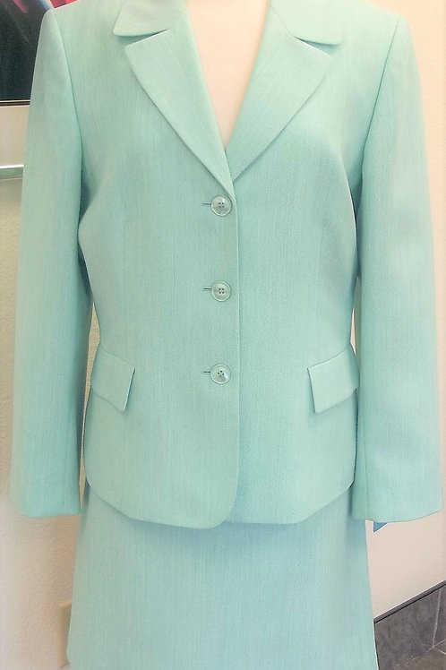 Evan Picone Mint Suit, Size 16    SOLD