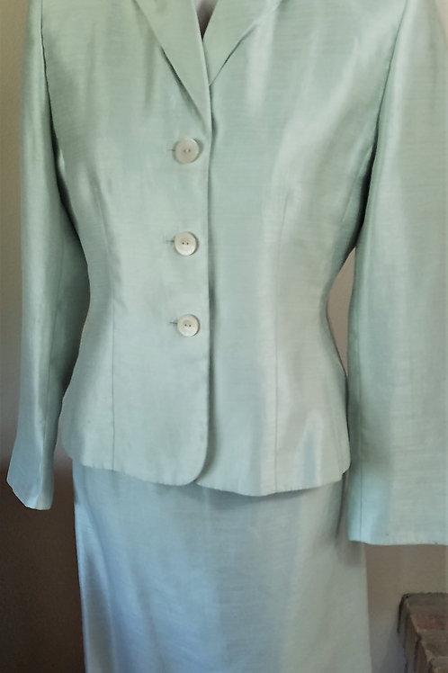 Le Suit Essentials Suit, Size 6P     SOLD