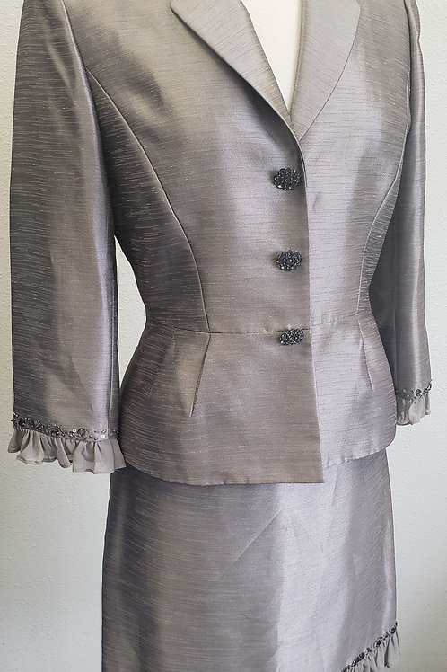 Tahari LUXE Suit, Size 6    SOLD