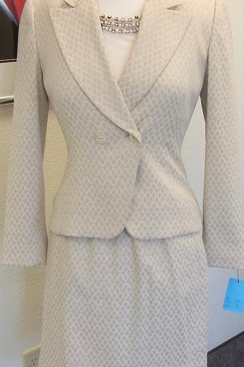 Tahari Suit w/Shell, Size 2P