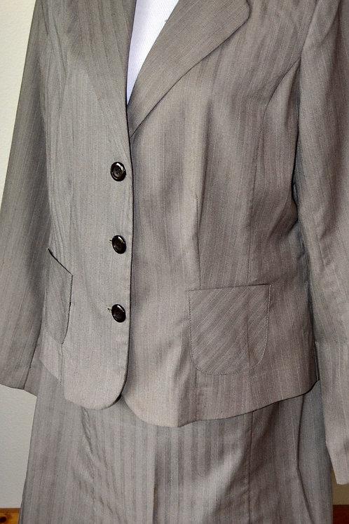 Harve Benard Suit, Size 14   SOLD