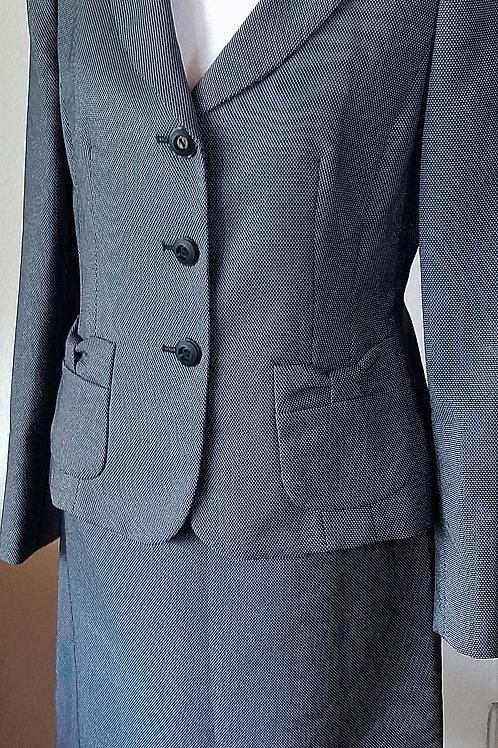 Suit Studio Suit, Size 6 SOLD