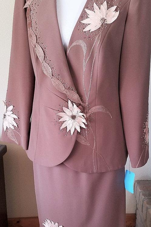 Ben Marc Int Suit, Size 6, Skirt has been shortened   SOLD