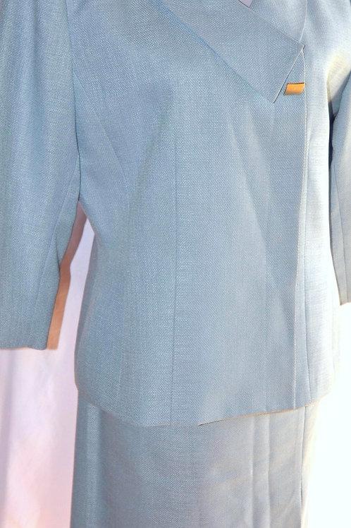 Kasper Suit, Size 12    SOLD