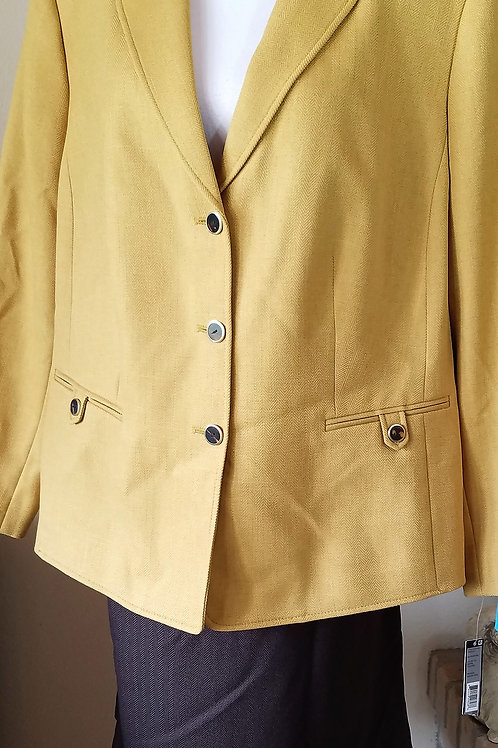 Tahari Suit, NWT Size 20W    SOLD