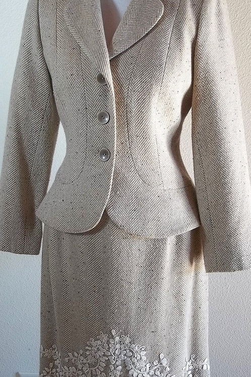 Kay Unger Suit, Size 6, runs small, check measurements