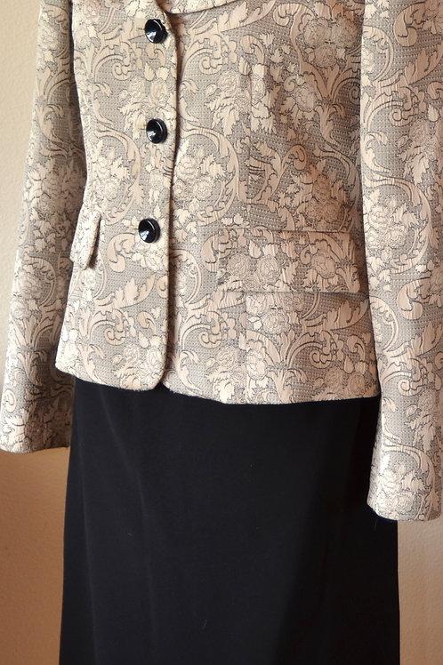 Jones Wear Suit, Size 6      SOLD